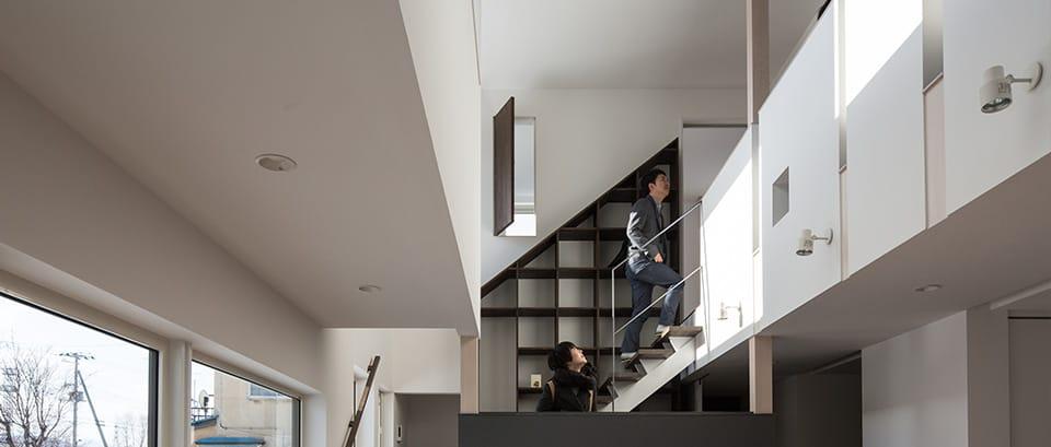 中二階が繋ぐ家:スキップフロア