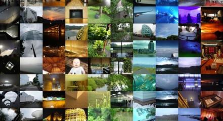 世界中の旅の写真を色で系統分けした平面作品