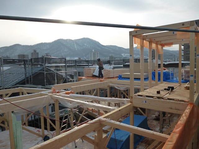中央区のコートハウスの建て方が進んでいます