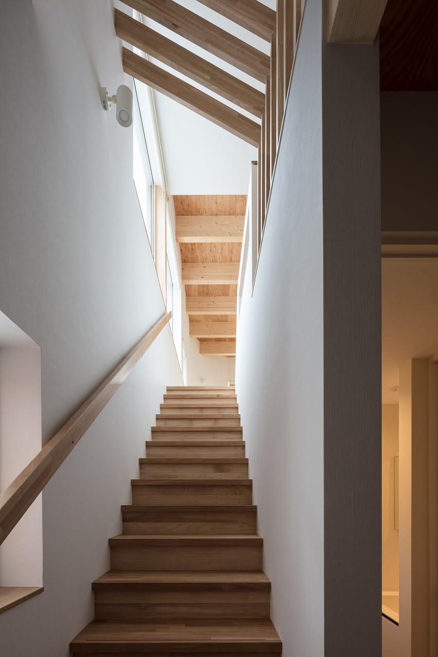 富谷洋介建築設計 T字路の家 階段写真