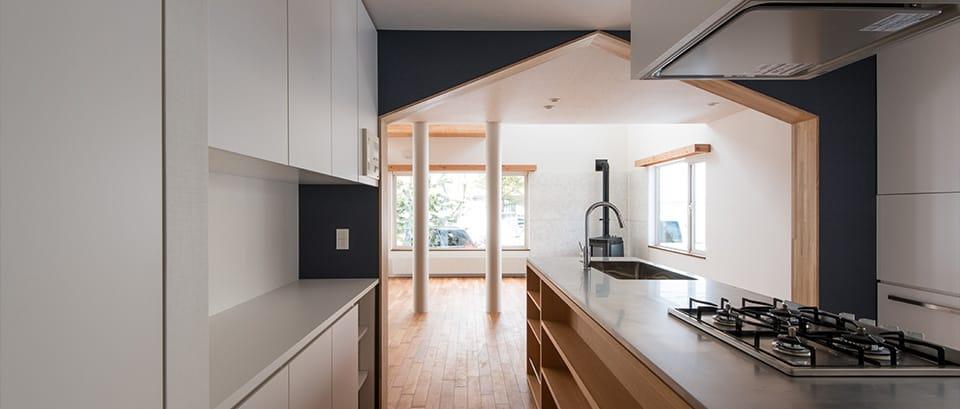 四分円階段が繋ぐ家