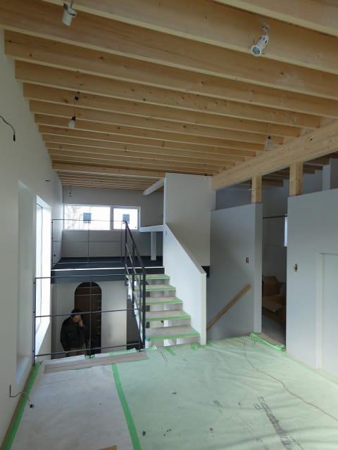 富谷洋介建築設計の手稲のスキップフロアの住宅、階段差