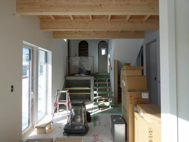 富谷洋介建築設計の手稲のスキップフロアの住宅フリーホール