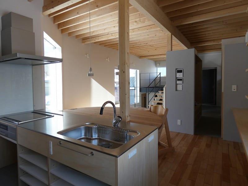 手稲区のスキップフロアの住宅 リビング 富谷洋介建築設計