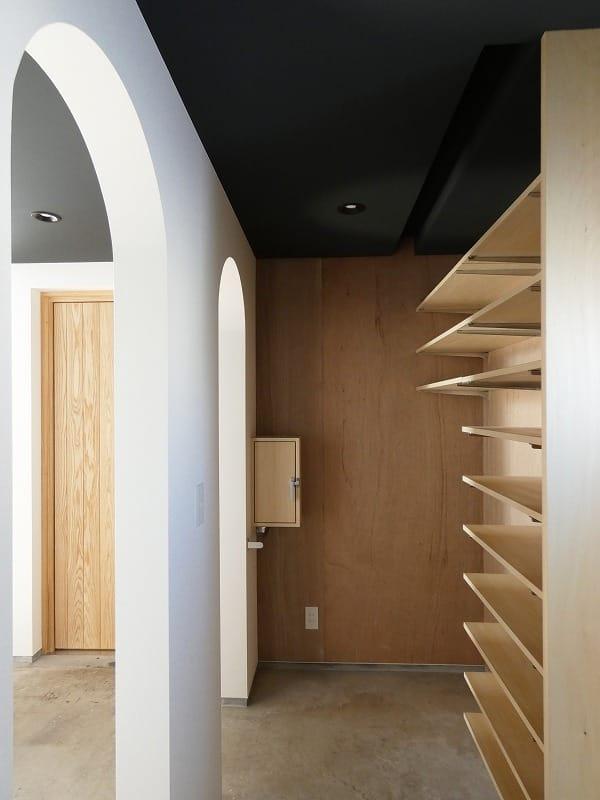 手稲区のスキップフロアの住宅 シューズクロゼット 富谷洋介建築設計