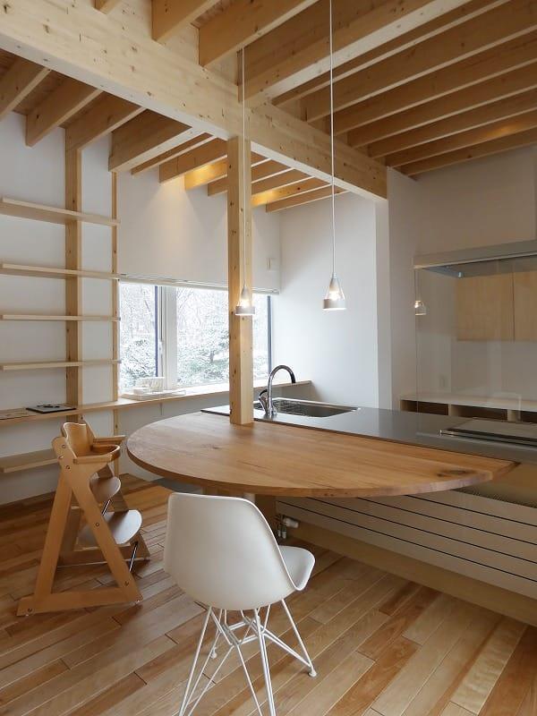 手稲区のスキップフロアの住宅 ダイニング 富谷洋介建築設計