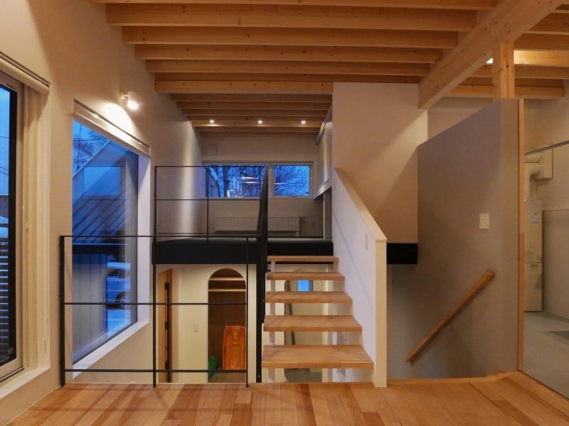 手稲区のスキップフロアの住宅 夜景 富谷洋介建築設計