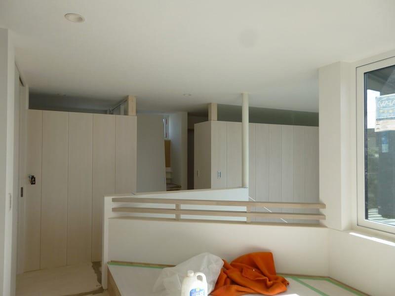 内装塗装、仕上げ材工程が進んでいます【札幌市北区の住宅】