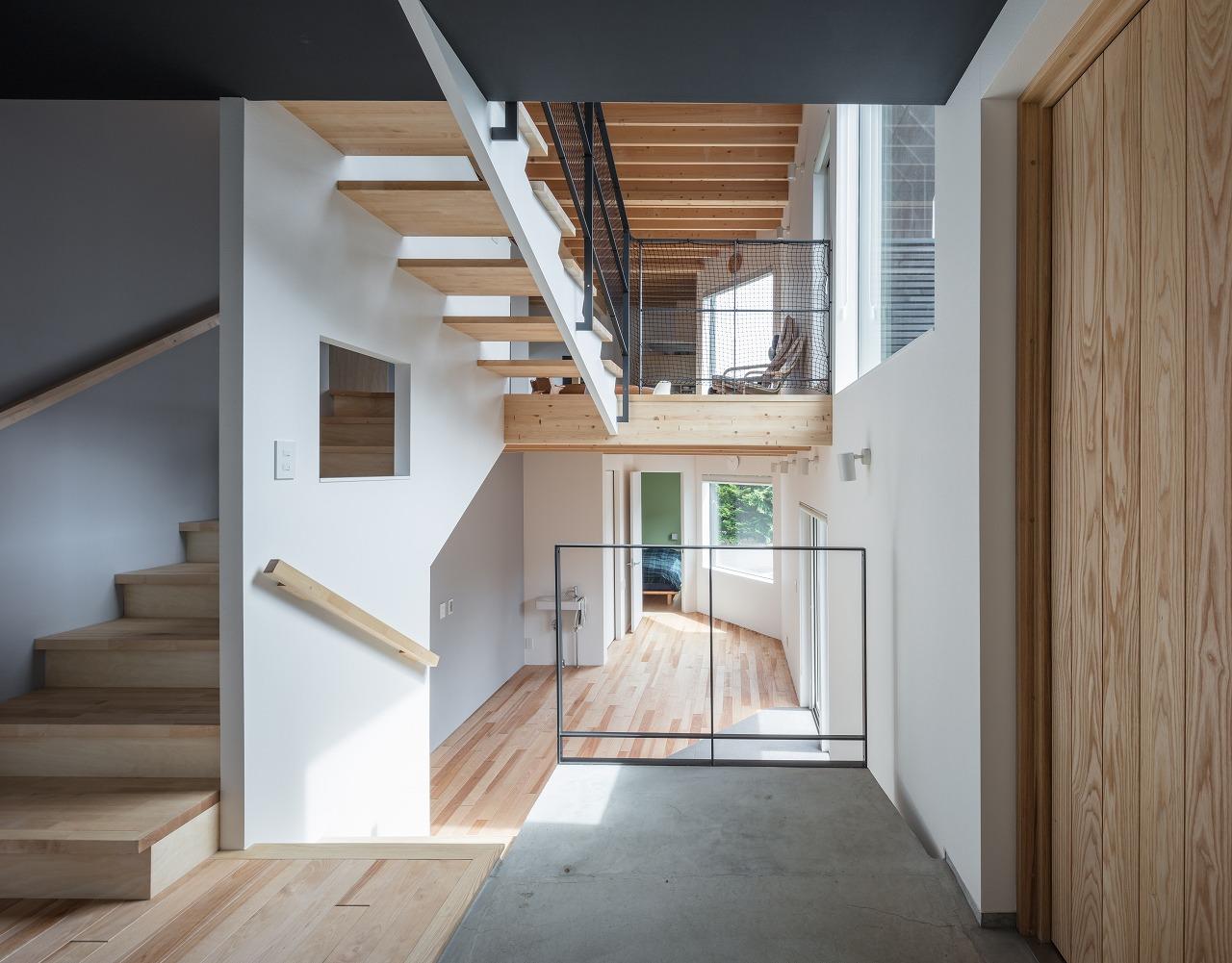 Photolog 007 Four Decks スキップフロアを見通す玄関