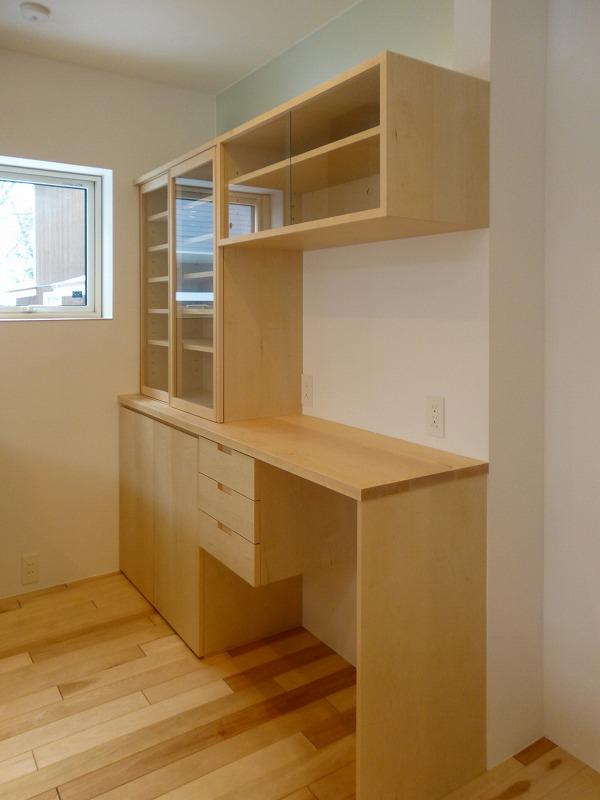 匠龍木工社さんにお願いしたイタヤカエデ材の食器棚